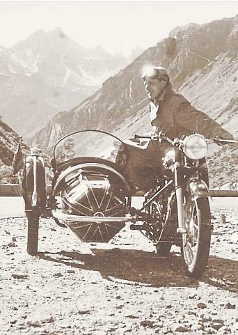 Der Odenwälder Otto Schwarzer erkundet mit seinem Motorrad die Alpen. Foto: Veranstalter / Hahn