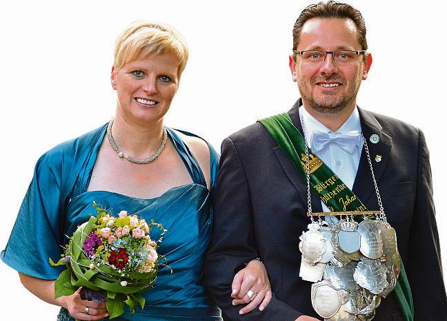 Ein schönes Jahr geht zu Ende: Reinhard und Maike Heinze durften ein Jahr lang regieren. Jetzt suchen die Bürgerschützen St. Johannes ihre Nachfolger Foto: Spliethoff