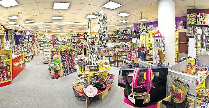 Im Bautzener Geschäft Holzwurm gibt es eine große Auswahl an Spielzeug und mehr. Fotos: PR