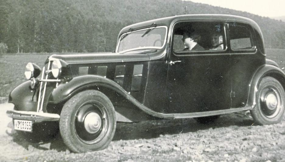 Die Hannoveraner stellten neben Lastwagen aber auch Mittelklassewagen her. Auf unserem Foto fährt Friedel Thierolf aus dem Odenwald einen Hanomag Rekord. Fotos: Thierolf
