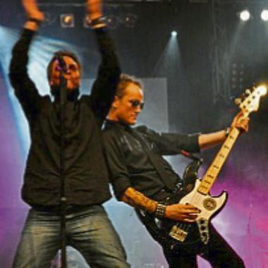 Let's rock: Five minutes left heizen den Besuchern des Königsballs ein. Foto: Five minutes left