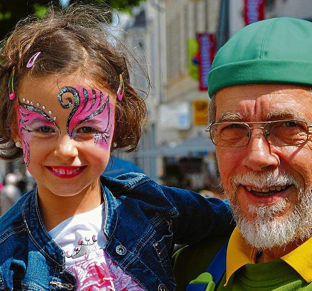 Beim Brunnenfest warten neben einer Menge Musik zahlreich Aktionen auf dei Besucher. Offiziell eröffnet wird das Fest von Bürgermeister Wilhelm Möhrke (Foto re.) Fotos: Stefan Herringslack
