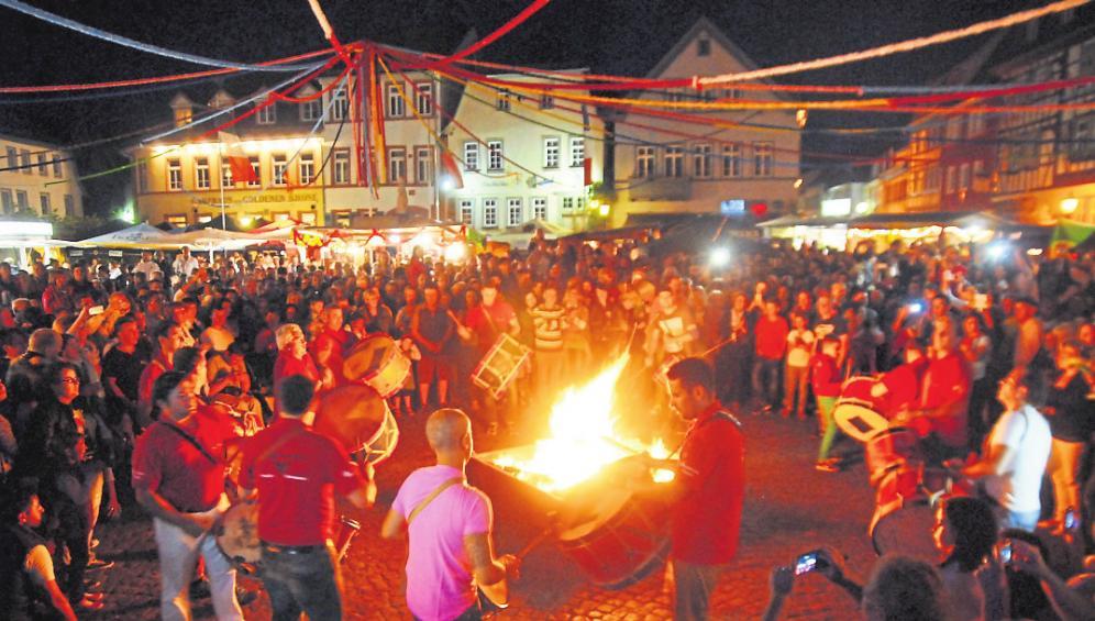 Das deutsch-portugiesische Freundschaftsfest mit Johannisfeuer lockt in Groß-Umstadt. Foto: Guido Schieck