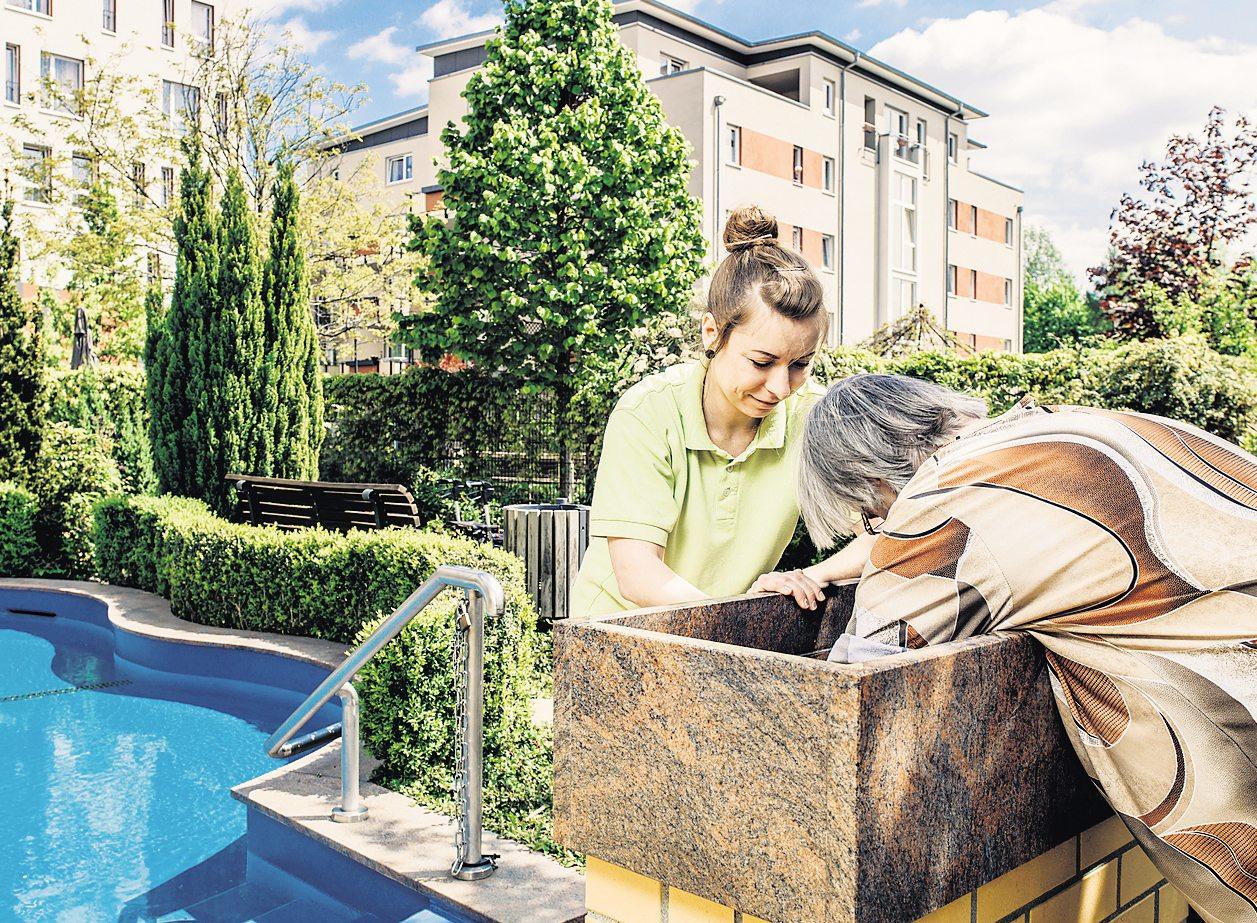 Regelmäßige Wasseranwendungen gehören zur Gesundheitsförderung nach Kneipp dazu. Fotos: Tobias Ebert (3)