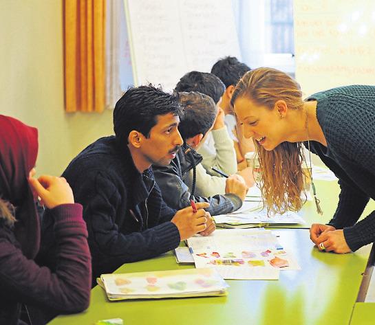 Wird die deutsche Sprache grundlegend beherrscht, erleichtert das die Orientierung auf dem Arbeitsmarkt. Foto: pa/Ben Pakalski