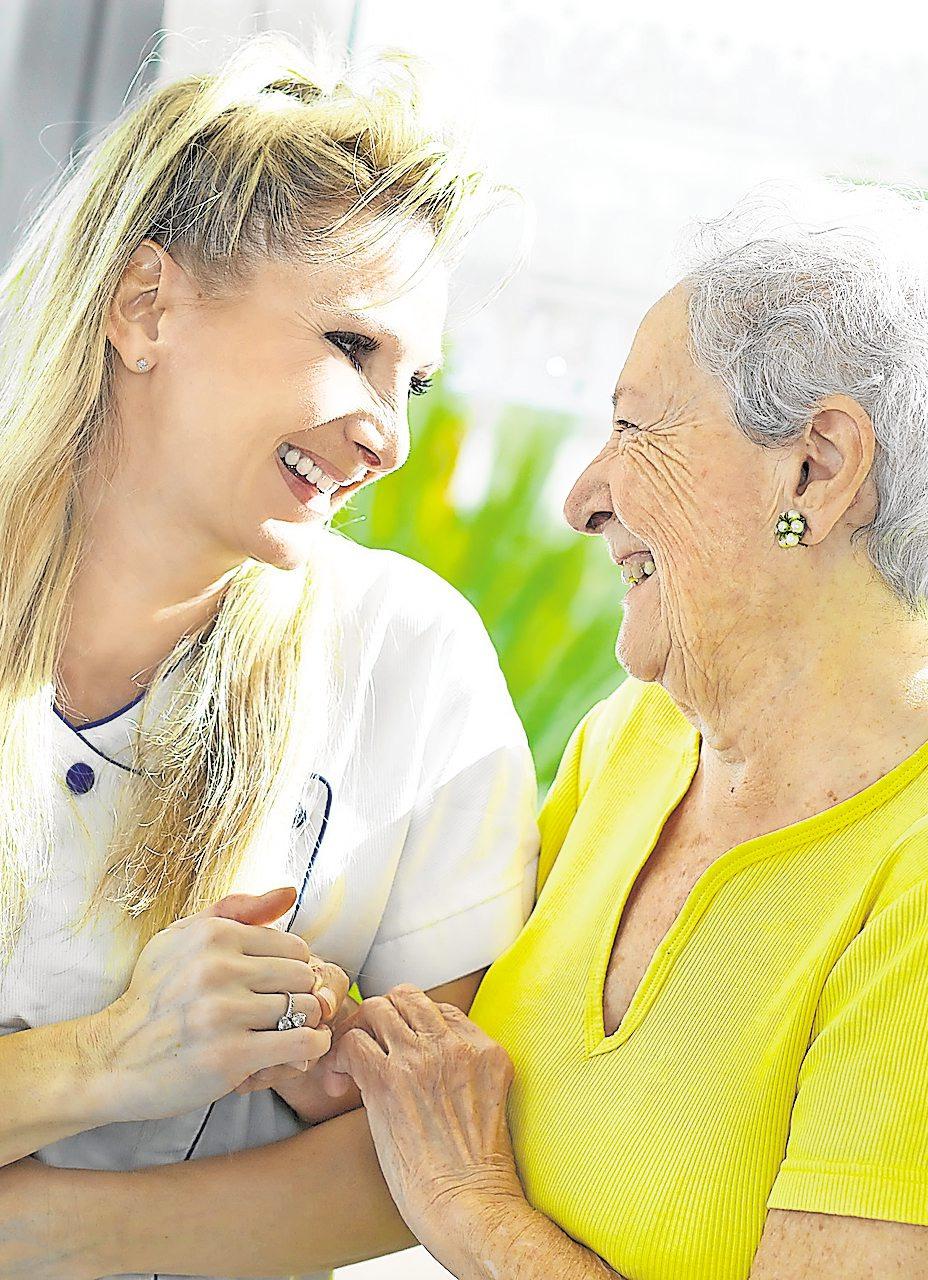 Durch das Pflegestärkungsgesetz wurden die bisherigen drei Pflegestufen durch fünf Pflegegrade abgelöst. Besonderes Augenmerk wurde auf die Einstufung von Menschen mit Demenz gelegt.Foto: gilles lougassi – fotolia