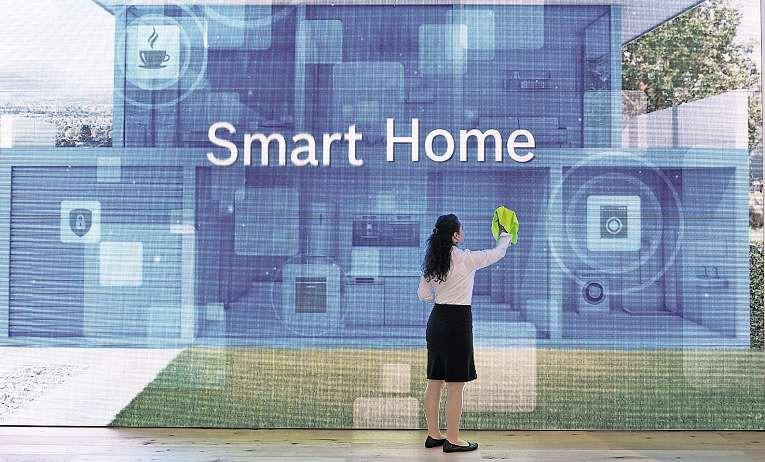 Kaffeeautomat und Waschmaschine, Heizung, Lüftung und Beleuchtung: Im Smart Home werden regelmäßige Abläufe automatisch geregelt, und vernetzte Geräte kommunizieren miteinander.   Foto: Soeren Stache/dpa-tmn