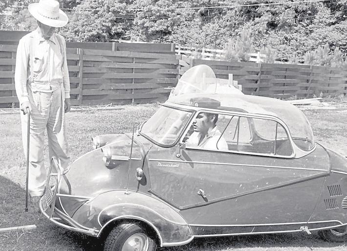 Auch Elvis Presley hat sich im Messerschmitt Kabinenroller offenbar wohlgefühlt. Foto: Messerschmitt-Fotos / Archiv Kraus