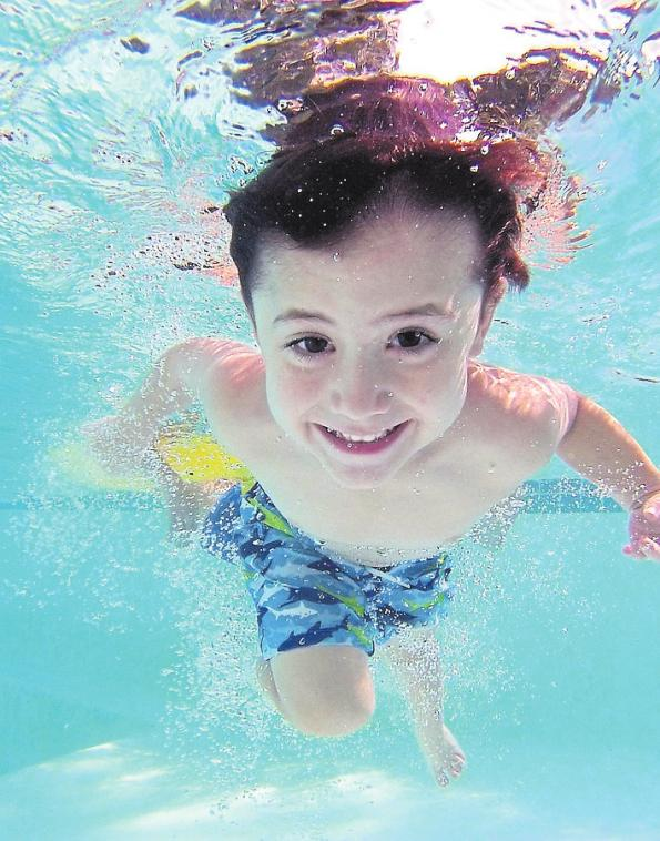 Abkühlung beim Schwimmbadfest. Foto: adrit1/pixabay