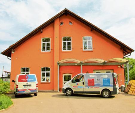 """Das neue Firmengebäude der Firma Zanker & du Hommet ist in der Straße """"Zur Hammerschmiede 17"""" in Bellenberg zu finden."""