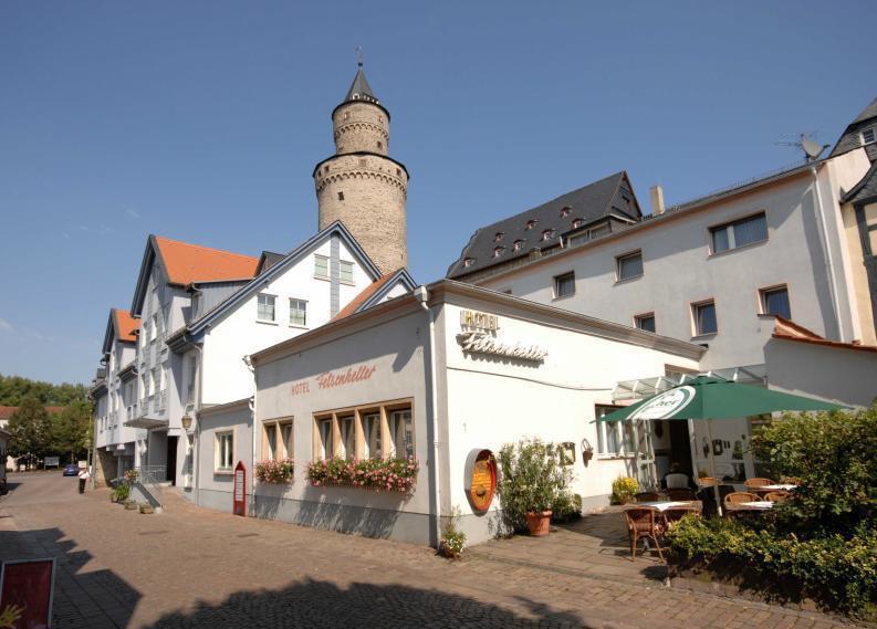 Unterhalb des Hexenturms liegt das gemütliche, familiengeführte Hotel Felsenkeller.Foto: Hotel Felsenkeller Idstein