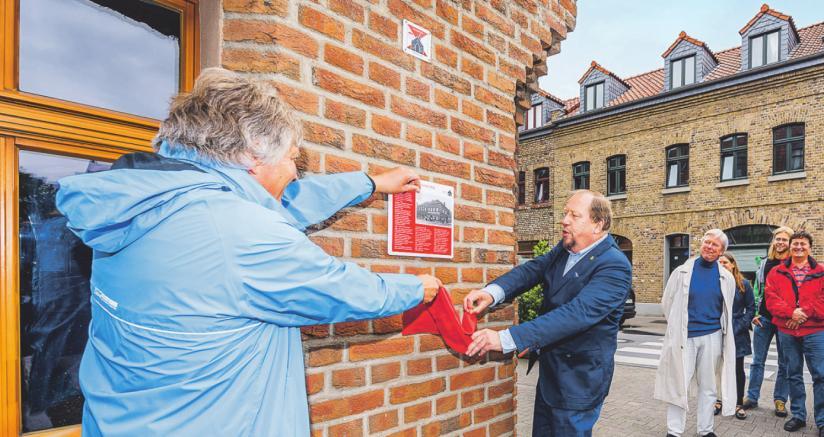 Mit der ersten Infotafel wurde der Kulturpfad Bickendorf eröffnet und informiert über die Geschichte des Stadtteils