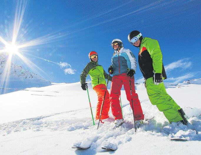 Eine gute Skibrille lässt ihren Träger trotz extremer Bedingungen gut sehen – außerdem schützt sie das Auge im Falle eines Falles