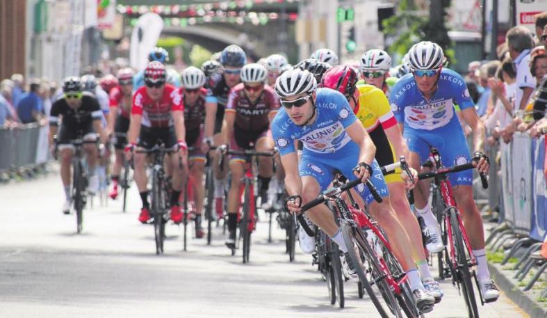 Beim Radrennen der Profis, dem 66. Volksbank Giro, geht es für die Teilnehmer am Montag über 46 Runden durch Longerich