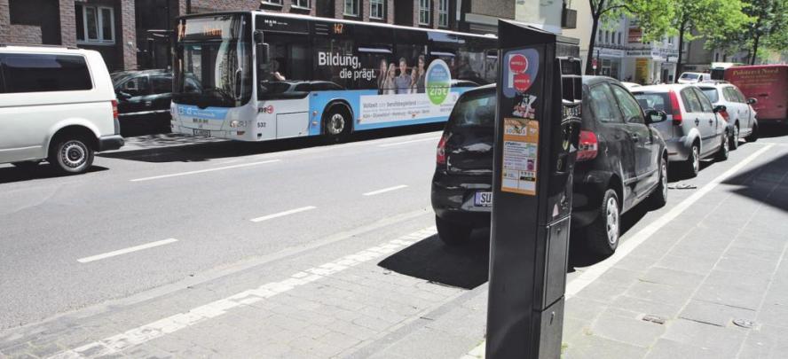 Digitale Parkplatzsuche auf Neusser Straße
