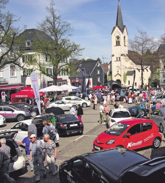 Einzelhandel lädt zum verkaufsoffenen Sonntag – Marktplatz steht ganz im Zeichen der Elektro-Mobilität – Trial wird demonstriert