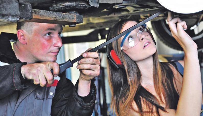 Die Autobranche braucht künftig mehr gut ausgebildete Mitarbeiter vor und hinter den Kulissen