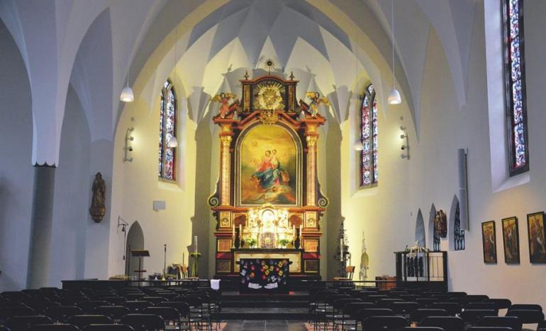 Gut ein Jahr lang ist die Pfarrkirche St. Alban innen und außen saniert worden – Anstrich nach denkmalpflegerischen Vorgaben