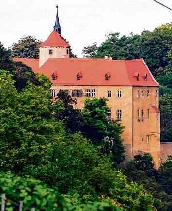 Sachsen-Anhalts Ferienstraße begeistert mit Klöstern, Kirchen und Burgen aus dem 10 bis 13. Jahrhundert - Die Straße der Romanik seit 25 Jahren