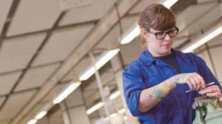 Aus Liebe zur Technik: Industriemechaniker basteln im großen Rahmen
