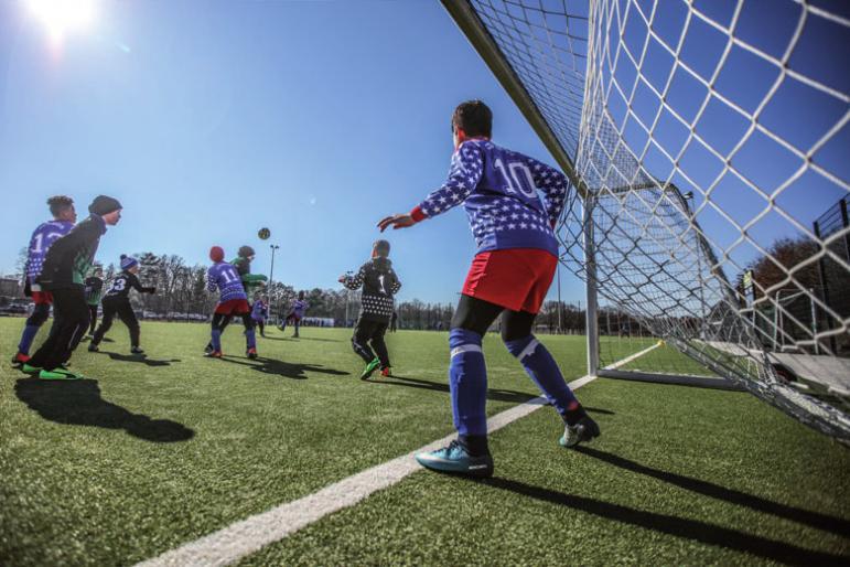 Trotz Wind und Kälte zeigten die Mannschaften vollen Einsatz. FOTO: FRANK WECHSEL/SPOMEDIS