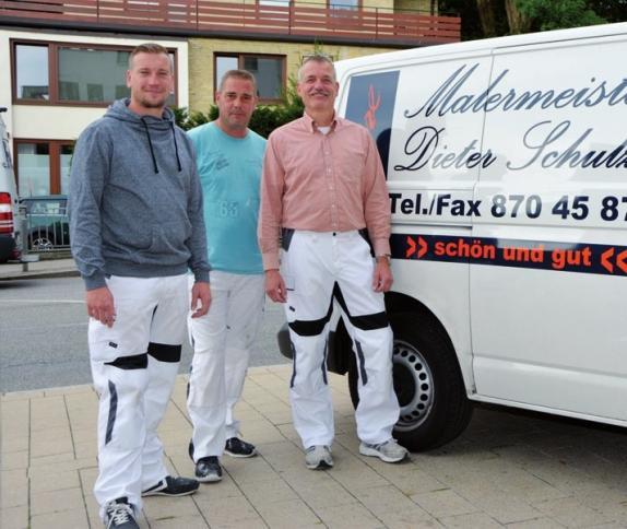 Malermeister Dieter Schulze (rechts) mit seinem Team