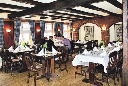In der Deele genießen die Gäste einebodenständige Küche – und den Blick auf Hannovers Altstadt.
