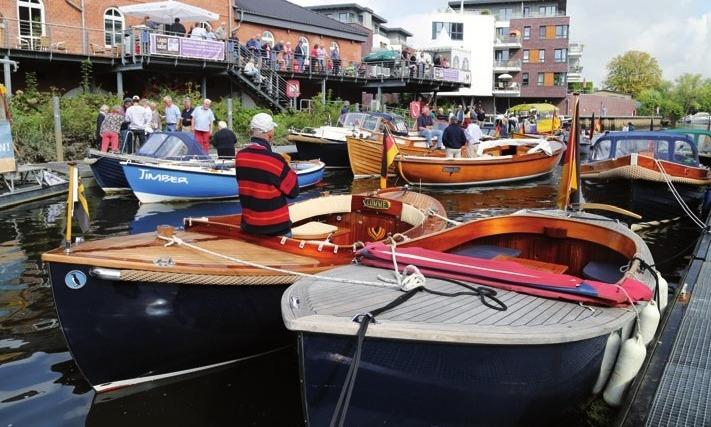 Tuckerboote im Hafen von Buxtehude
