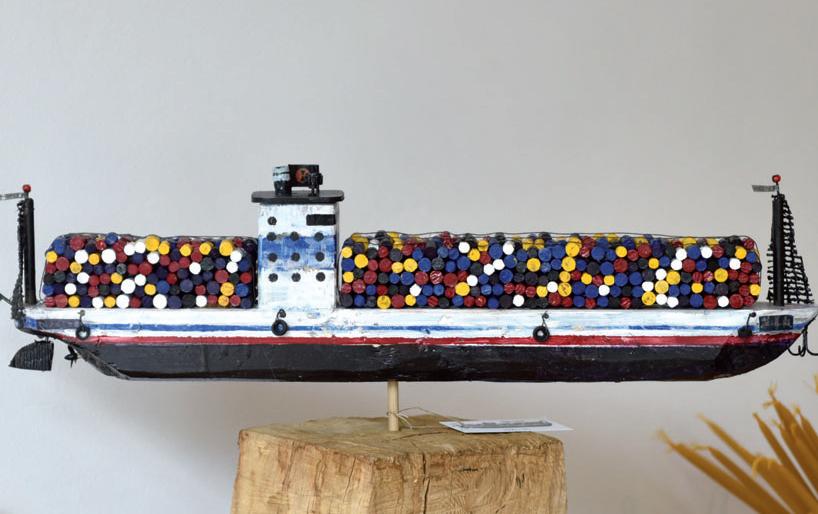Eigenwillige Interpretation eines Frachtschiffes