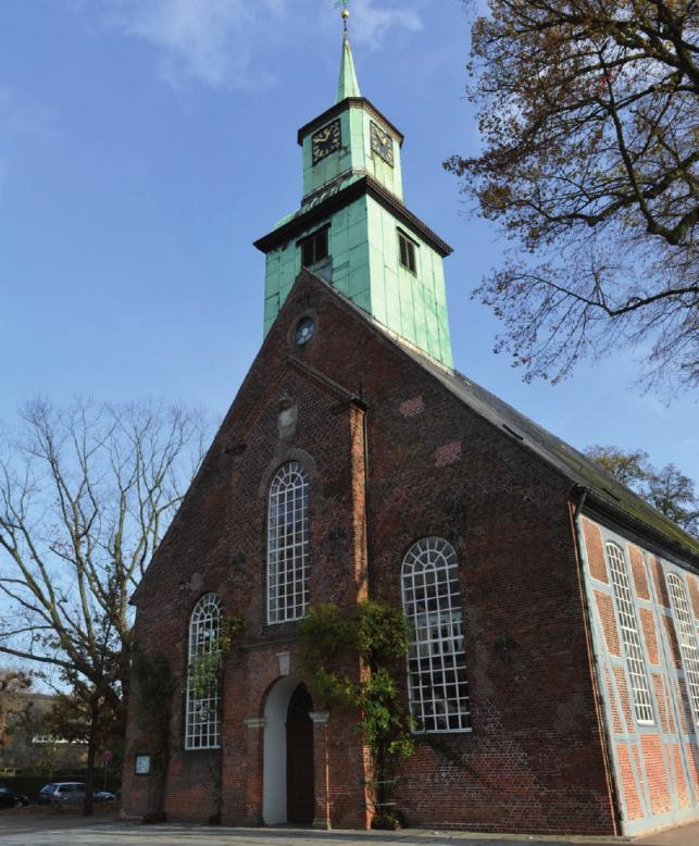 Um die Nienstedtener Kirche schön zu finden, braucht es keiner besonderen Religiosität. Das Gotteshaus ist eine beliebte Heiratskirche und ein Stück Lokalhistorie.