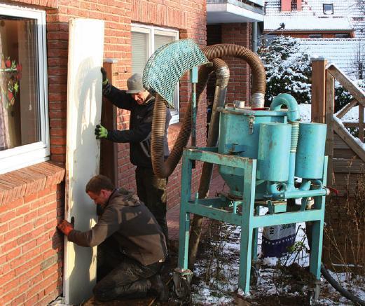 Selbst im Winter dichtet ELMCO mittels Saugbagger unkompliziert feuchte Keller ab