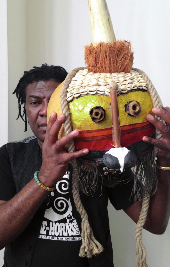 Joe Sam-Essandoh mit Maske