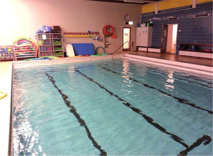 In diesem Schwimmbecken betreiben die Gruppen Gymnastik. Man ist dabei unter sich