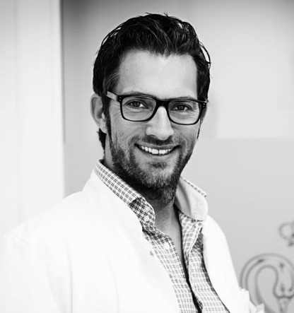 Dr. Cornelius Grüber führt die Arbeit seines Vaters Dr. Victor Grüber fort