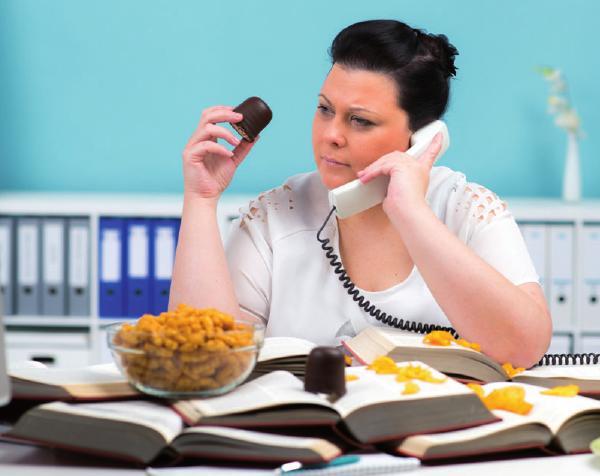 Wer zu viel isst, kompensiert häufig etwasFOTO: ©FOTOLIS - PICTURE-FACTORY