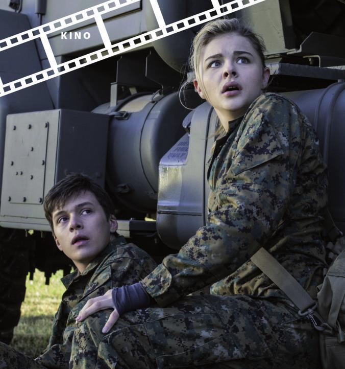 """Nick Robinson und Chloe Grace Moretz kämpfen gegen """"die anderen""""."""