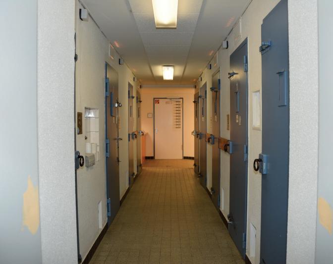 Das Polizeikommissariat 26 verfügt über mehrere Zellen und einen sogenannten sicheren Raum