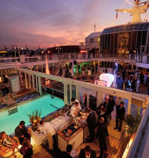 Bis in die Nacht feierten die Gäste an Bord, FOTO: CHRISTIAN WYRWA