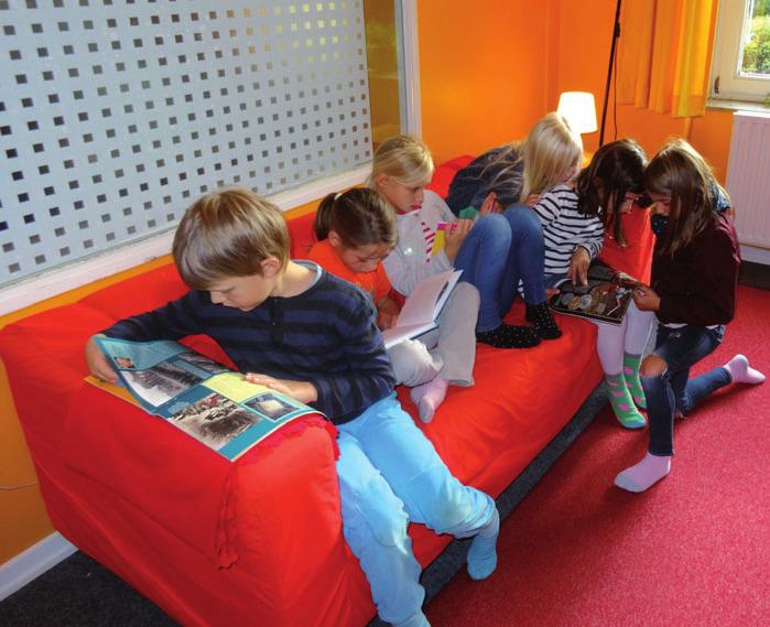 Etwa 2.600 Bücher können die Schüler ausleihen