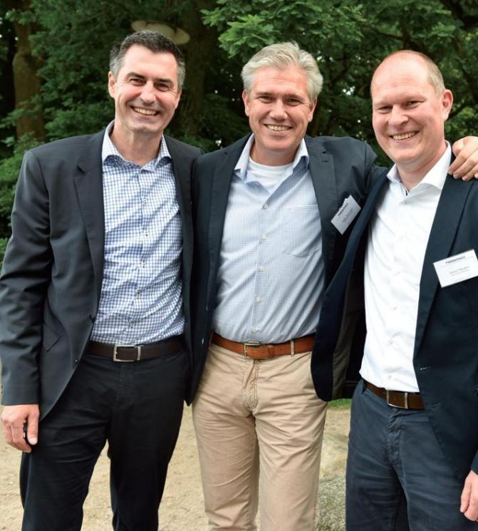Thomas Sobania, Helge Steinmetz, Daniel Malzahn vom Hauptsponsor Haspa