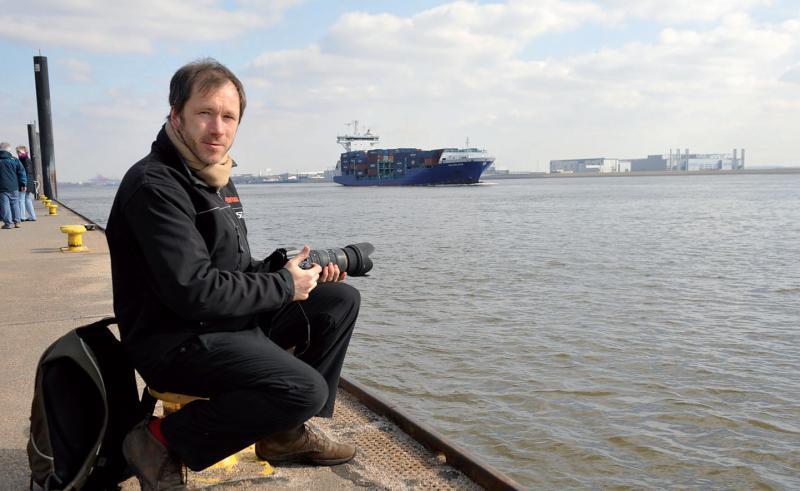 """Vom Blankeneser Fähranleger """"Op'n Bulln"""" geht Thomas Kunadt mit seinem Handwerkszeug, der Kamera, auf Motivjagd"""