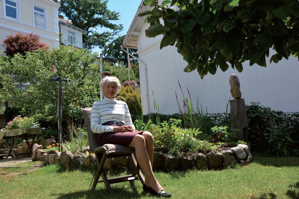 In Hauenschilds Garten sind Kunstwerke aus Amerika und Portugal zu bewundern – neben herrlichen Blumen und Kräutern