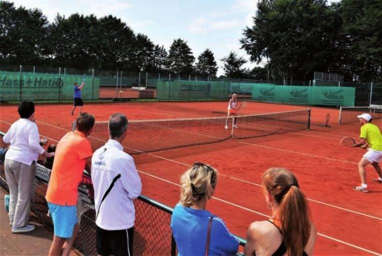 Ab aufs Feld: Der Schenefelder Tennis-Club lädt zum familiären Tennisturnier ein