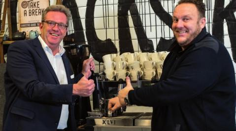 Warten auf den Meister: Coffee-Days Sven Peters und Guido Weber