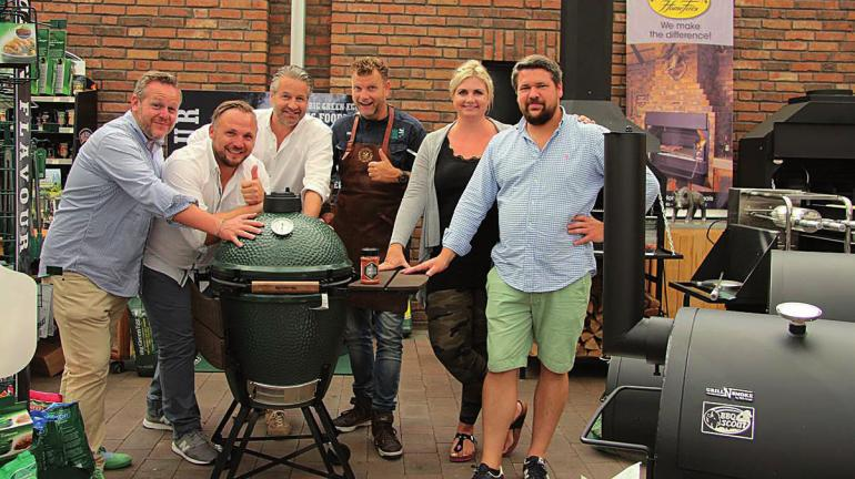 Grillenthusiasten und Fans in der neuen Grillerei