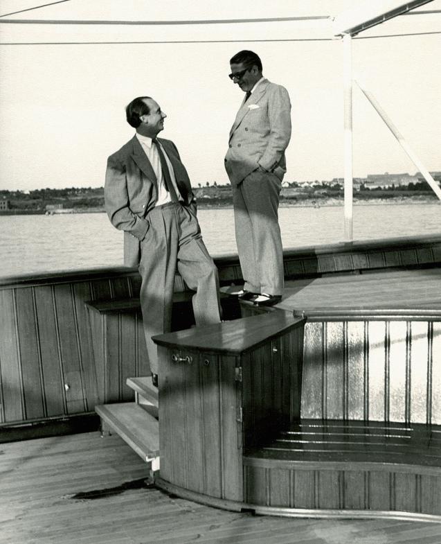 """Cäsar und Aristoteles – Pinnau mit dem griechischen Reeder Onassis an Bord von dessen Yacht """"Christina"""" während der ProbefahrtFOTO: ARCHIV PETER PINNAU"""