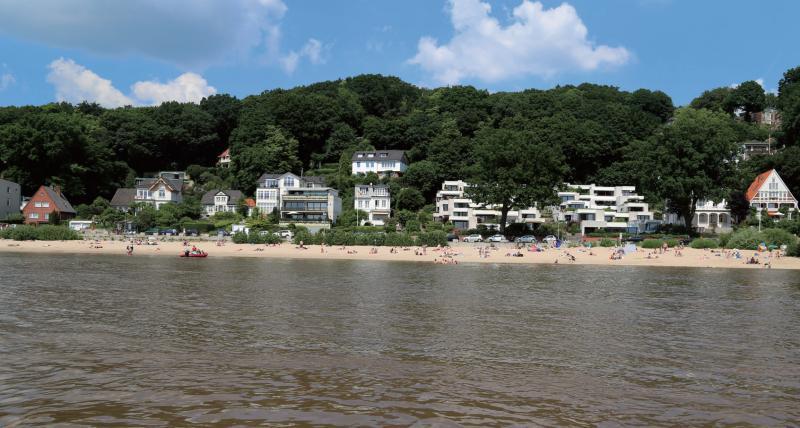 Für Strandfreunde: Sonnenbad am Elbufer