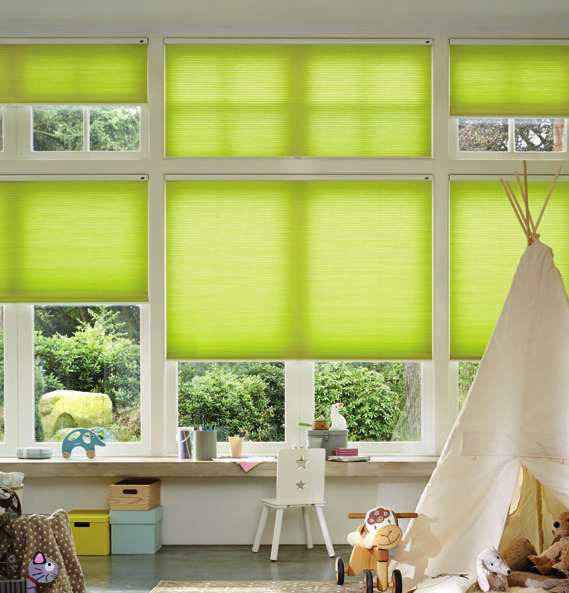 Plissees dienen nicht nur zum Sonnen- und Sichtschutz – sie schaffen auch ein wohliges Zuhause