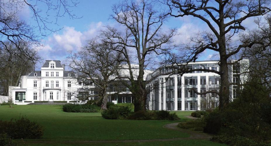 Der Seegerichtshof in der alten Villa Schröder mit Neubau an der Elbchaussee FOTO: WOLFGANG MEINHART