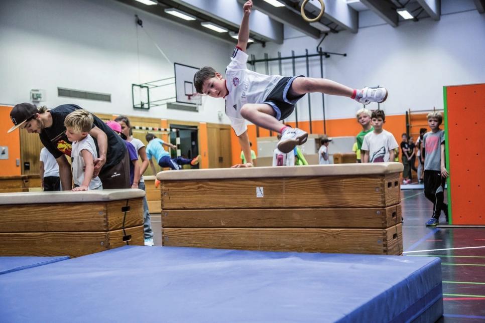 Hindernisse spielend überwinden – das ist Parkour